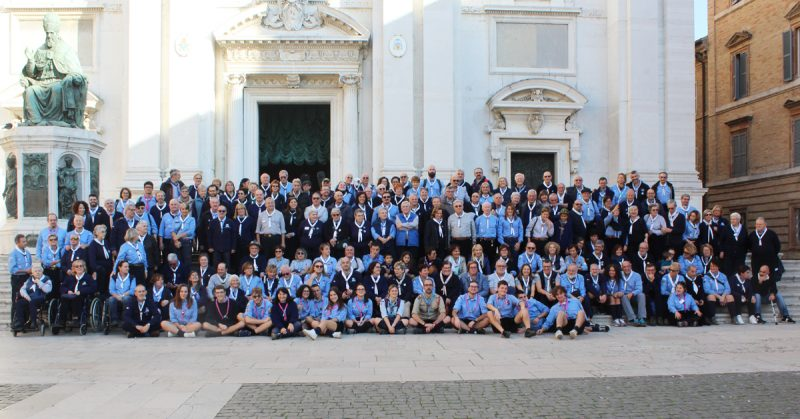 Pellegrinaggio Nazionale Loreto 2018 foto di gruppo foulard bianchi