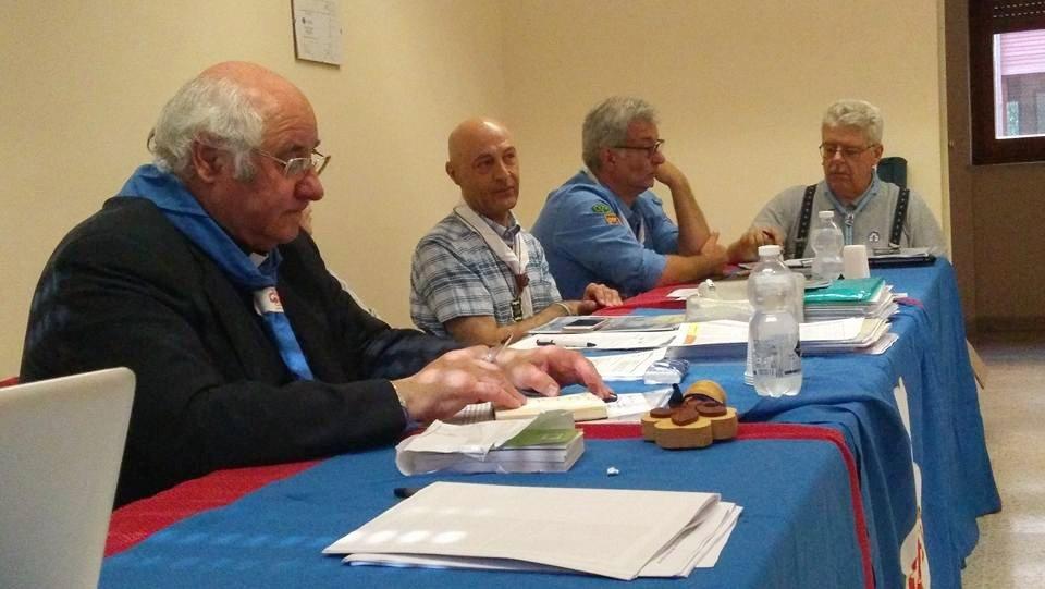 Don Maurizio Stefanutti, AE nazionale, e Alessandro al tavolo del Consiglio nazionale Masci
